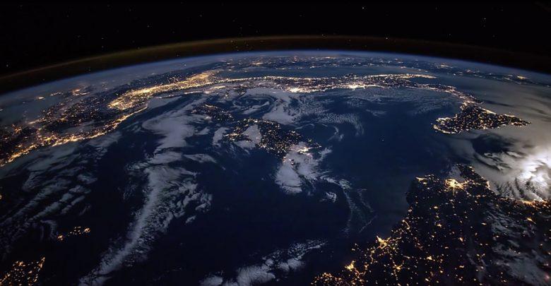Photo of خوش اقبالیم که در جهانی که برای ما ساخته شده است، زندگی میکنیمگراینت لوییس/ ترجمه: امیر مسعود جهانبین